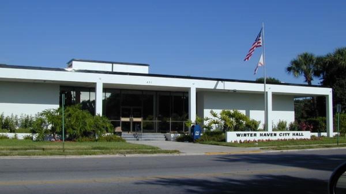 Winter Haven City Hall.jpg